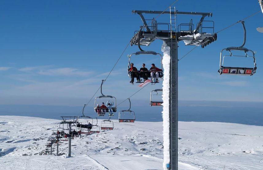 Estação de esqui na Serra da Estrela - nacionalidade portuguesa