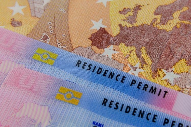 diferença entre visto e autorização de residência